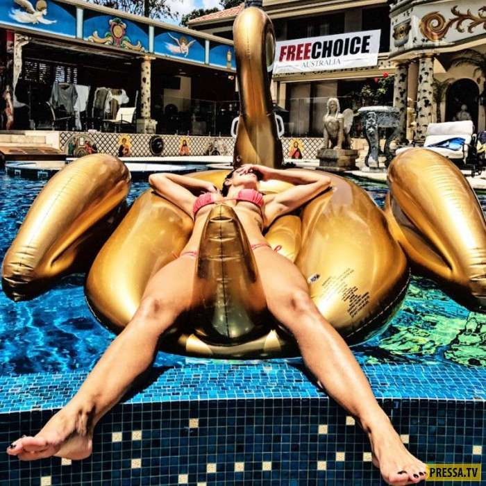 Австралийский миллионер спит с четырьмя женщинами каждую ночь, и его жена не против (22 фото)