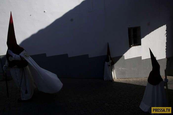 Интересные одеяния испанцев в Страстную неделю (15 фото)