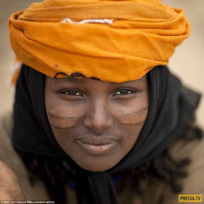 Красота требует жертв, или Как эфиопских девушек украшают шрамами (16 фото)
