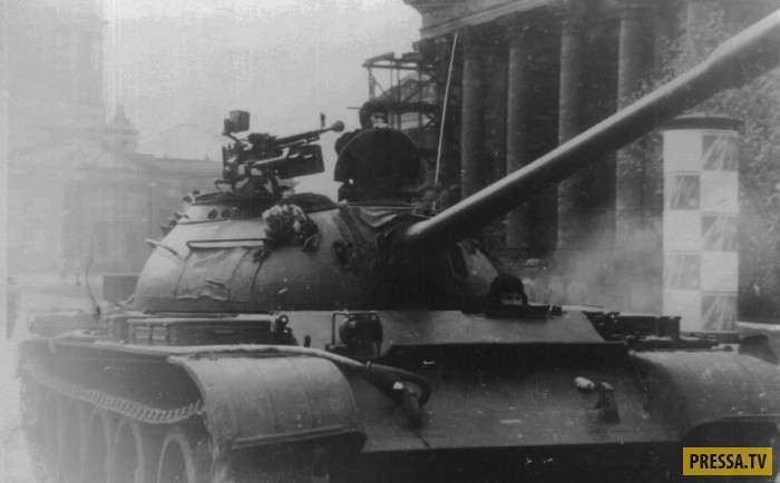 Противостояние советских и американских танкистов в Берлине (6 фото)