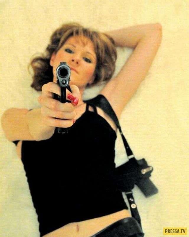 С вооружённой женщиной шутки плохи! (23 фото + 2 видео)