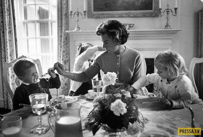 Самые известные женщины 20 века со своими детьми (16 фото)