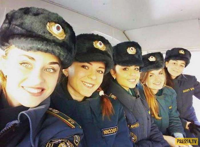 Русские красавицы в форме (23 фото)