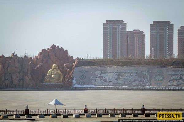 Кангбаши - самый большой в мире город-призрак (16 фото)