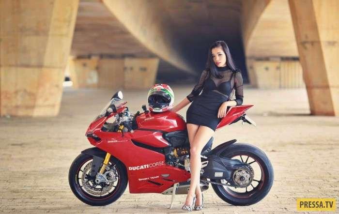 Шикарные девушки и мотоциклы (40 фото)