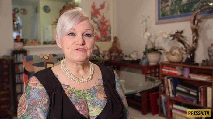 У неё был очень строгий муж. Когда он умер, вдова решилась (12 фото+1 видео)