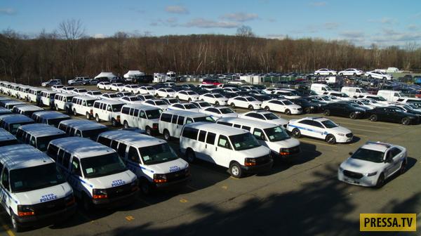 Подготовка полицейских автомобилей в США (20 фото)
