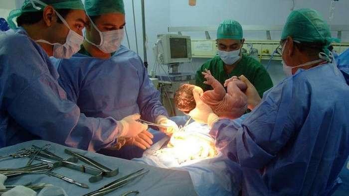 Этот ребенок умер ещё во чреве матери. Однако то, что произошло дальше — самое настоящее чудо!