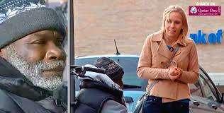 Женщина случайно уронила в стаканчик бездомного кольцо за $4 000. 2 дня спустя она вернулась за ним...