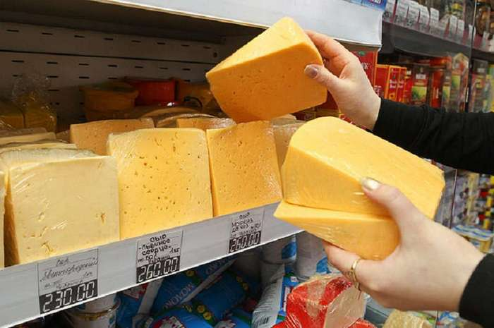 """Как понять, что перед вами не сыр, а """"сырный продукт"""". Советы от профессионалов"""