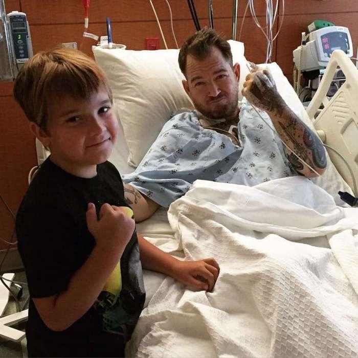 Случайное фото сделало этого малыша знаменитостью, а 8 лет спустя его слава спасла жизнь отцу!