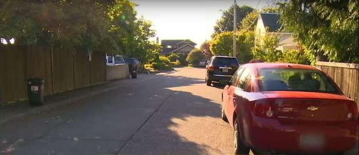 Вор ограбил автомобиль этой женщины, но забыл внутри свой телефон. Тогда она позвонила его матери!