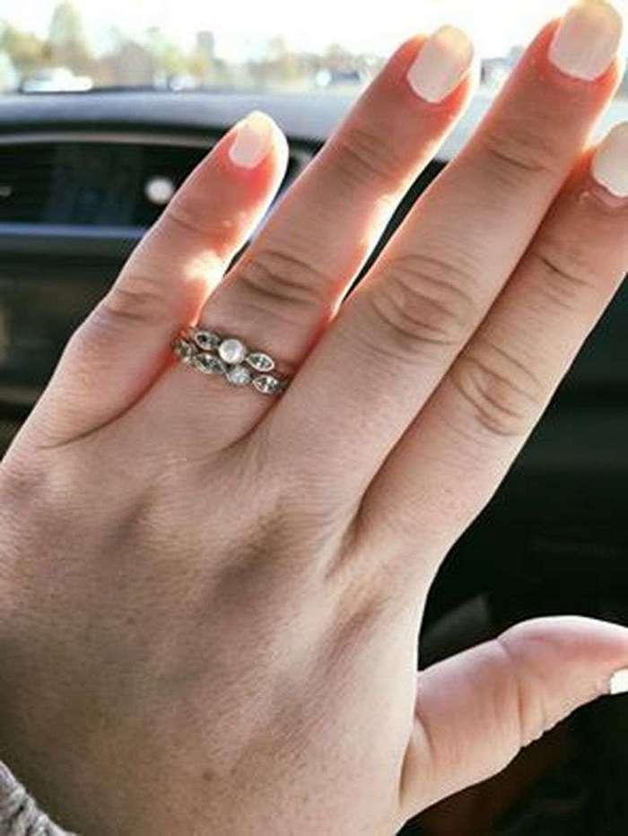 Фото ее обручального кольца взбудоражило весь Интернет по одной удивительной причине!