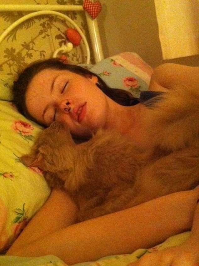 Она прилегла вздремнуть на диван и уснула на 6 месяцев... Мурашки по коже!