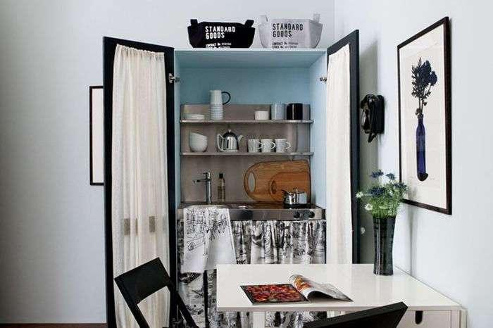Всего на 17 кв. м. они разместили гостиную, спальню, кухню, столовую и даже гардероб!