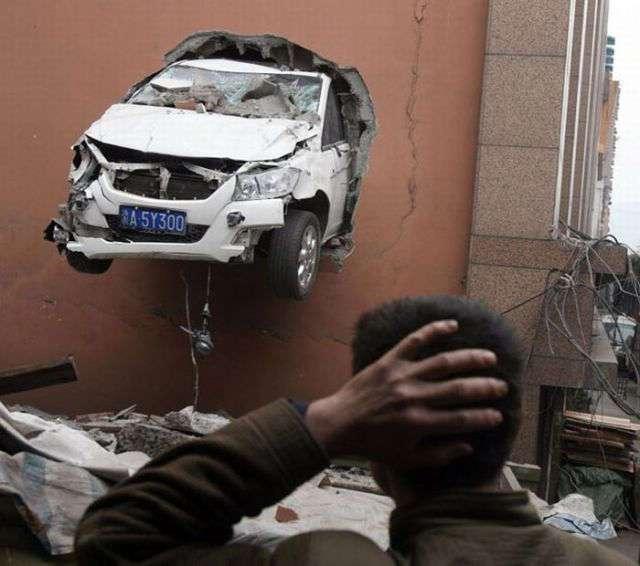 Странные автомобильные аварии (24 фото)