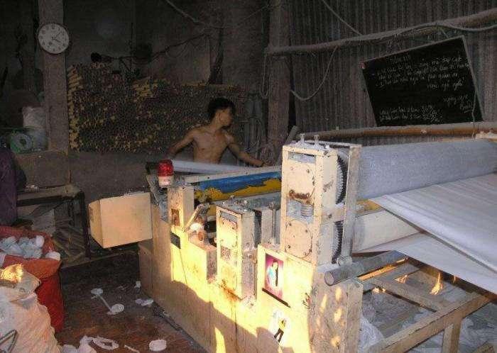 Китайская фабрика туалетной бумаги (24 фото)