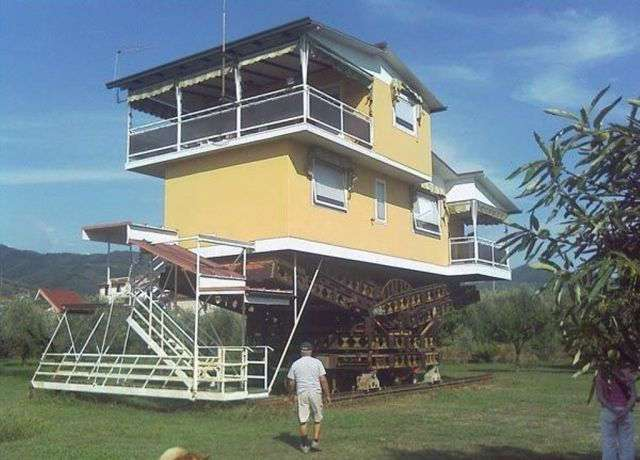 Очень необычные дома (60 фото)