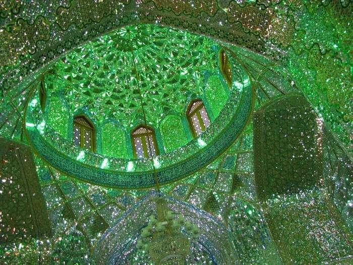 С виду это обычный мавзолей, но посмотрите, что он таит внутри!