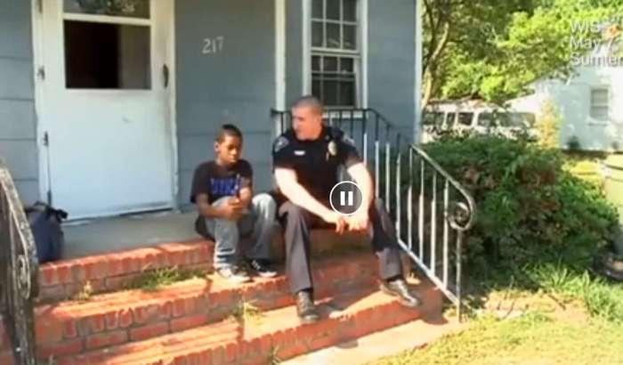 13-летний мальчик хотел уйти из дома. Тогда полицейский решил сходить к нему домой...