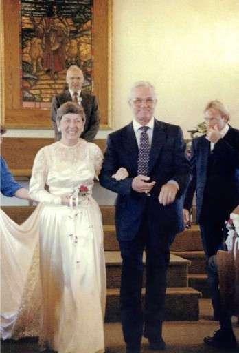 70 лет спустя она вновь надела свое свадебное платье. И она прекрасна!