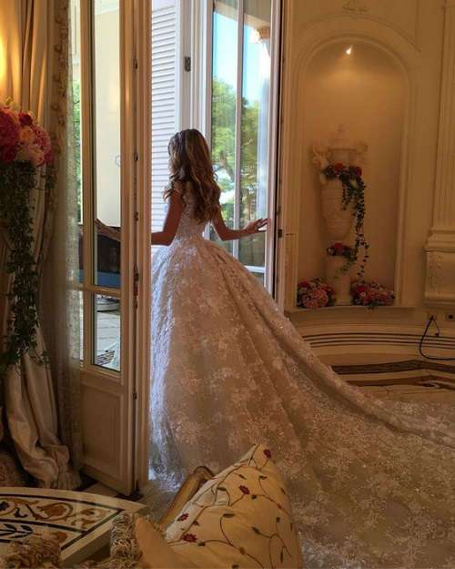 Нескромная свадьба 21-летней студентки МГИМО