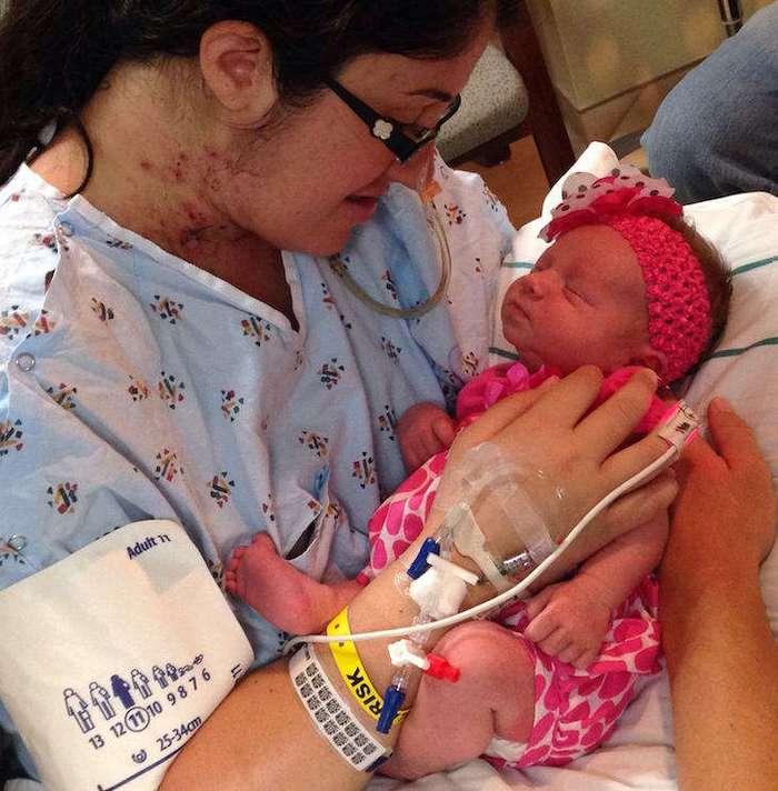Эта мамочка, родив дочурку, впала в кому. Врачи разводили руками, а медсестре пришла идея…