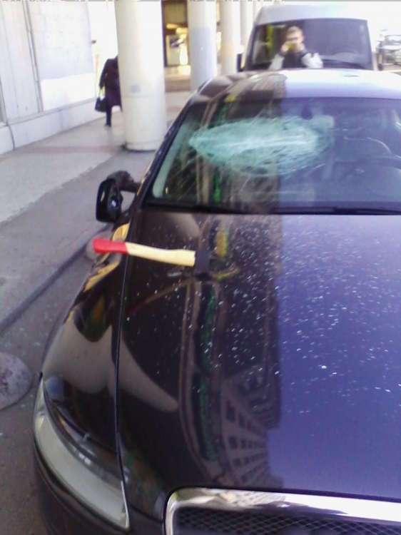 Выключили сигнализацию в Audi топорами (7 фото)