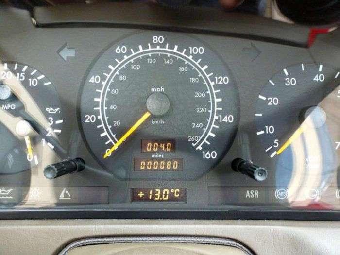 Продается Mercedes-Benz SL 500, простоявший в гараже 20 лет (6 фото)