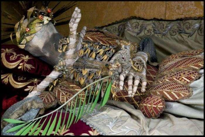 Сокровища древних скелетов (14 фото)