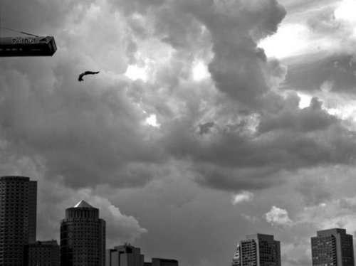 Экстремалы, бросающие смерти вызов (27 фото)