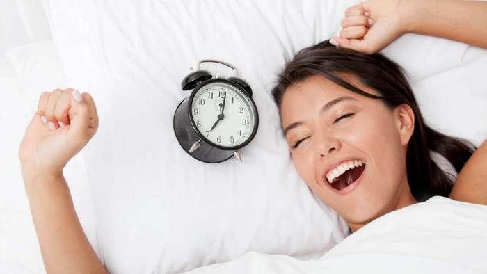 Как правильно спать при разных видах боли: 10 лучших поз