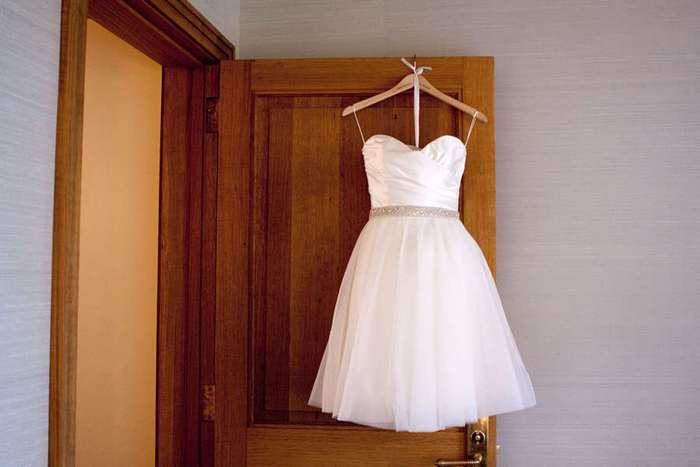 2 недели это платье не вызывало спроса. Все изменилось, когда она рассказала причину продажи