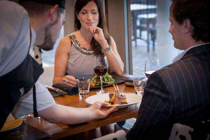 6 правил поведения в дорогом ресторане. Как не сесть в лужу