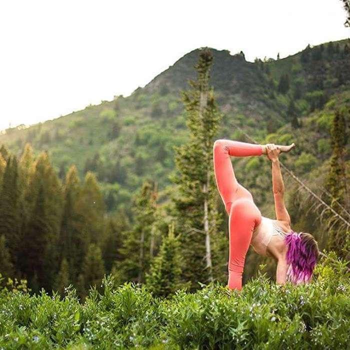 Невероятная йога этой девушки помогают людям справиться с душевными проблемами