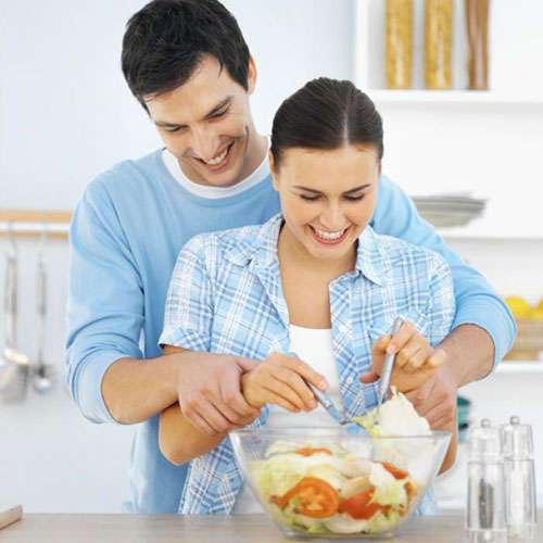 Исследования доказали, что замужняя женщина тратит на 7 часов больше на работу по дому!