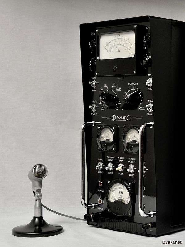 Крутой системный блок из старой советской электроники (10 фото)