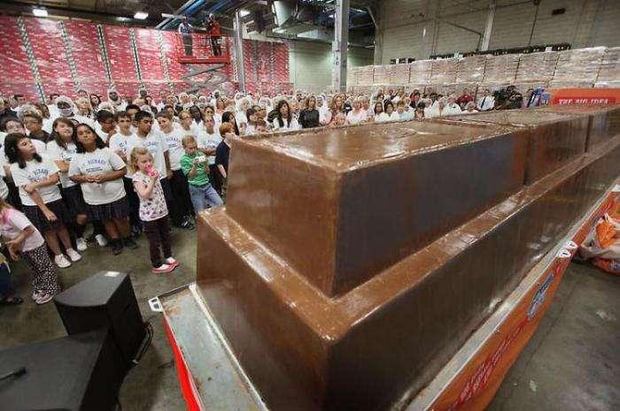 Самая большая в мире шоколадка (13 фото)