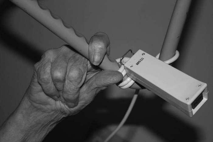 Внучка опубликовала фото своих плачущих бабушки и дедушки. Это разрывает сердце!