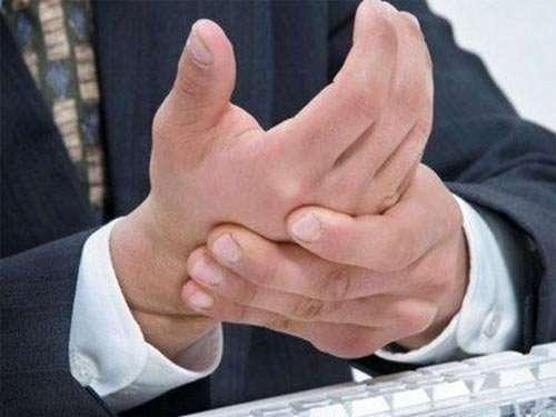 К чему чешется левая или правая рука?