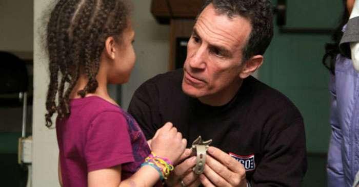 Одно незначительное изменение в том, как вы общаетесь с ребенком, поможет ему стать успешным