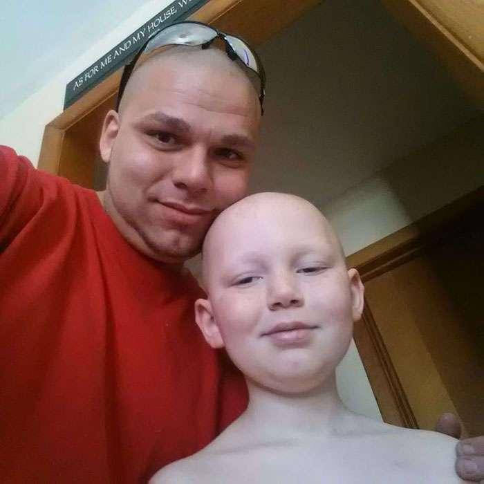 Это фото отца и сына облетело весь Интернет. Его история никого не оставит равнодушным!