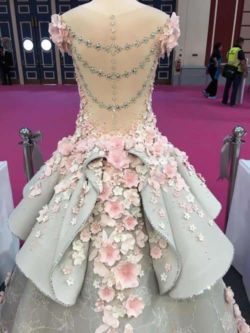 Вы ни за что не догадаетесь, что это потрясающее платье является… тортом (14 фото)