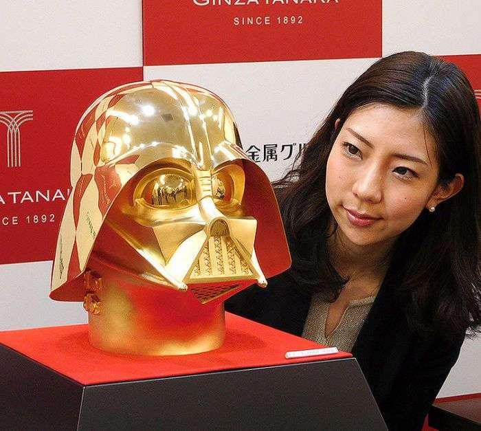 В Японии продадут золотой шлем за 1,4 млн долларов (3 фото)
