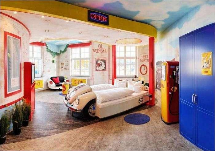 Тематический отель, где можно заснуть за рулем (10 фото)