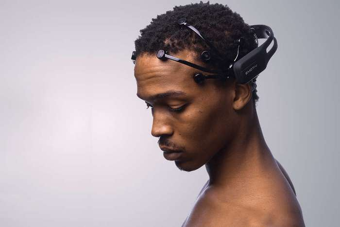 Кто кроме Маска делает попытки соединить мозг с компьютером