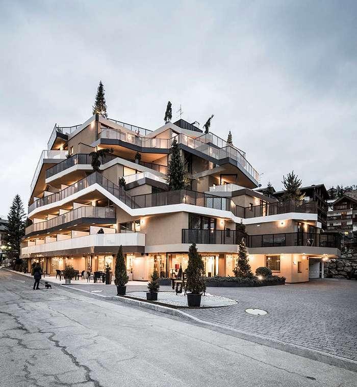 Необычный по архитектуре скалистый отель в Италии