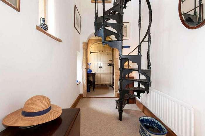 Миниатюрный замок в графстве Уорикшир можно купить за умеренную цену
