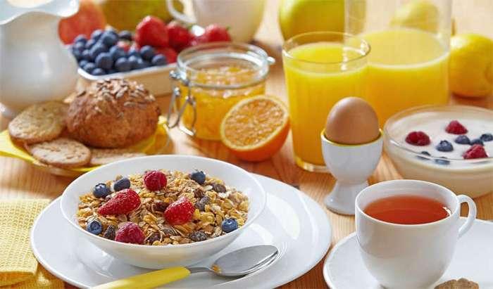 Какие утренние привычки помогут избавиться от проблемы высокого давления
