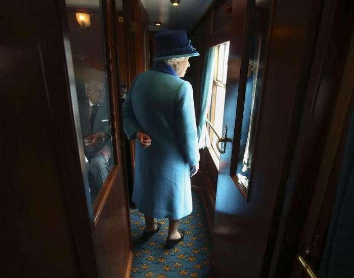 И не скажешь, что на этих фото королева Англии